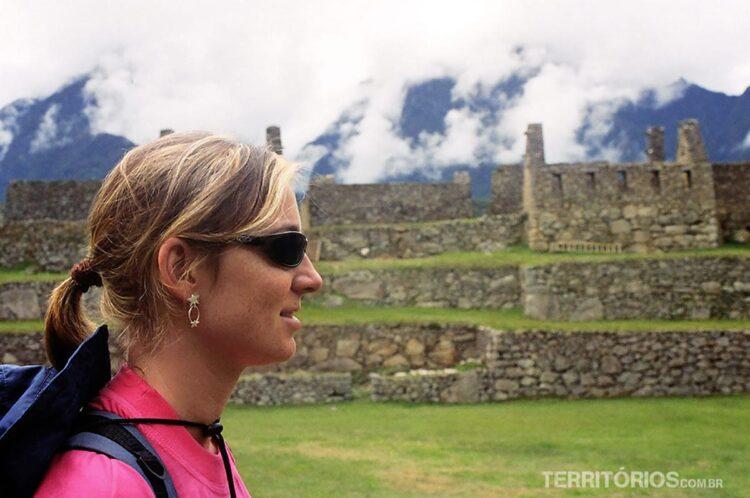 Vanessa nas ruínas de Machu Picchu ilustra o texto de impressões do Peru