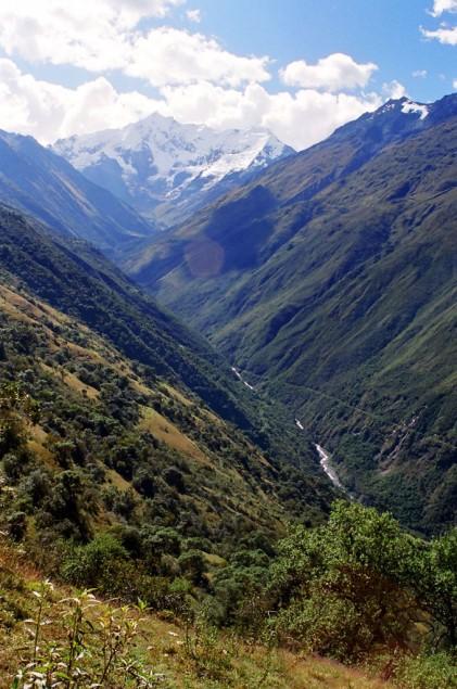 Vale no caminho da montanha Humantay