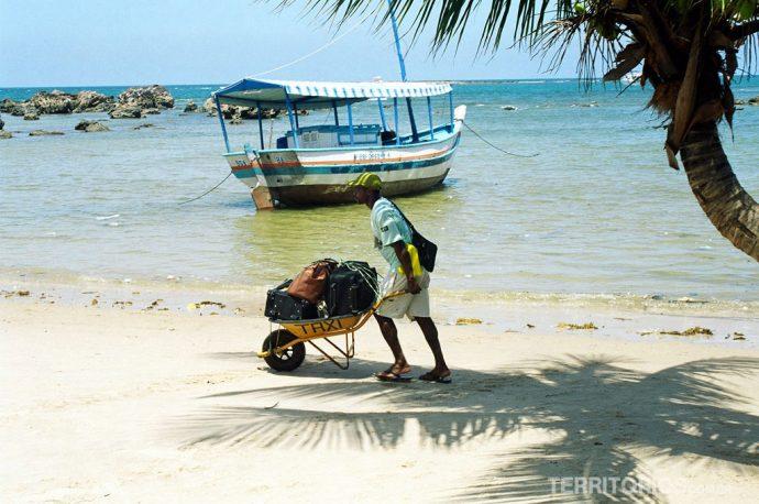 Maré baixa e o táxi na ilha