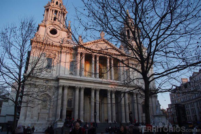 Saint Paul no cenários Londres no inverno