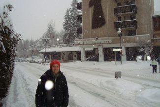 Em frente ao hotel