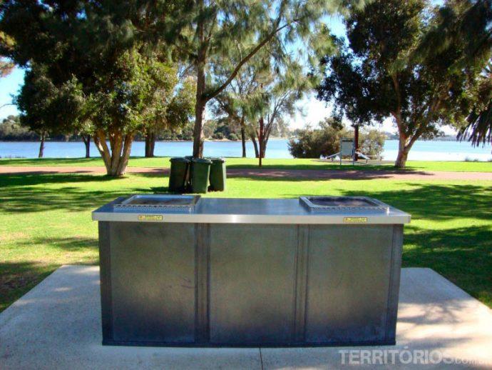 Churrasqueira pública nos parques públicos de Perth