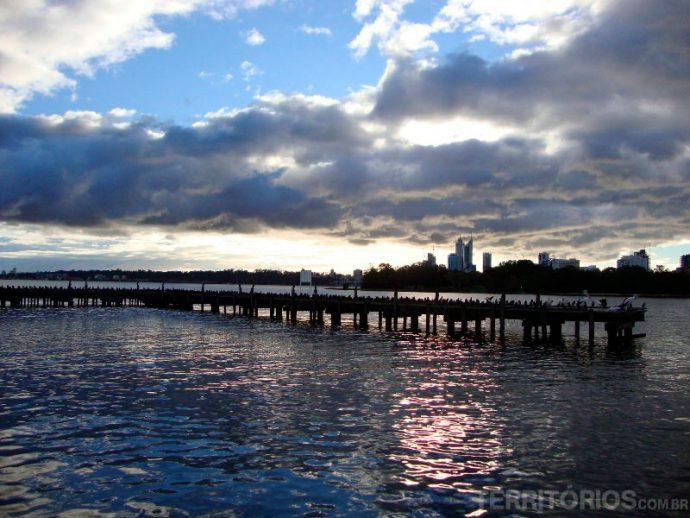 Rio Swan contorna Perth