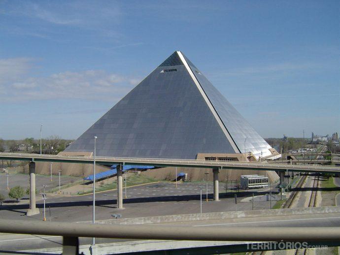 O Estádio Pirâmide em Memphis
