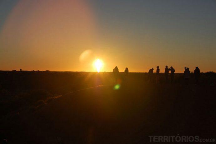 Sol nascendo no deserto