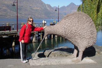 Com o kiwi gigante