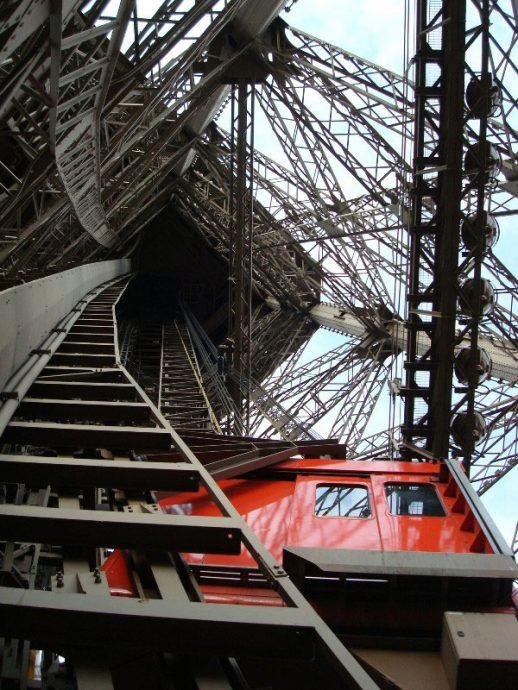 Vista subindo a Torre Eiffel