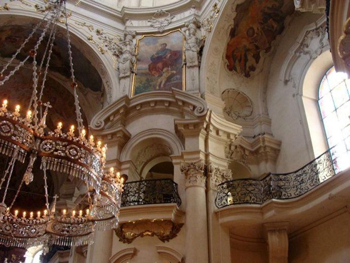 Interior da Igreja St. Nicolas
