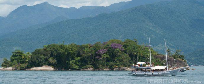 Cenários do passeio de barco em Paraty