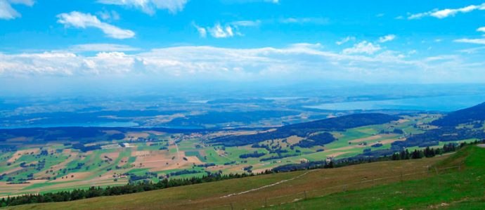 Vista dos lagos Biel/Bienne, Mürten/Morat e Neuchâtel