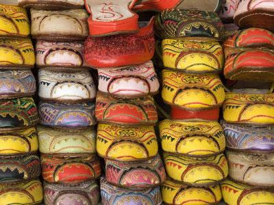 As sapatilhas de Fez e suas mil e uma cores