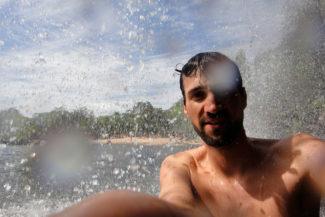 Banho de Cachoeira iluminado