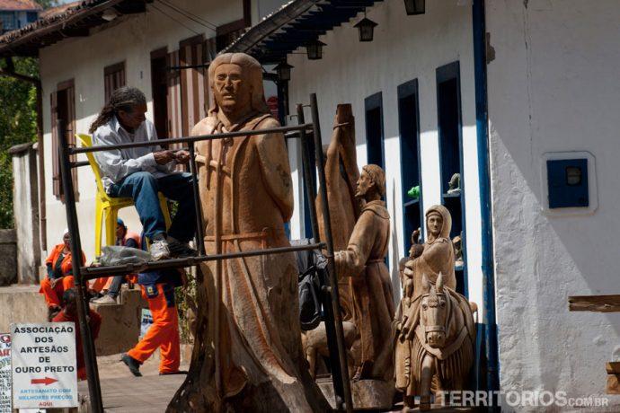 Artesão e obras em Ouro Preto