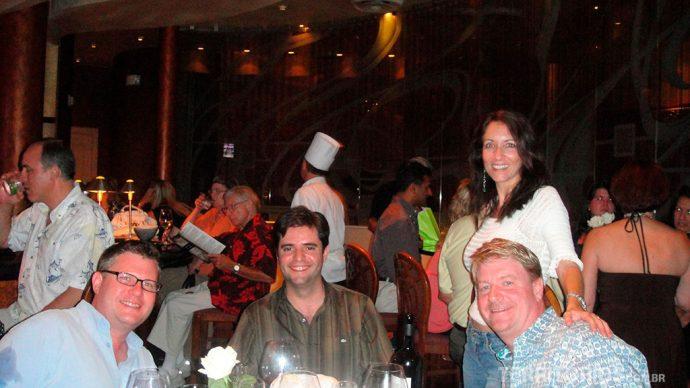 Jantando com John e a esposa