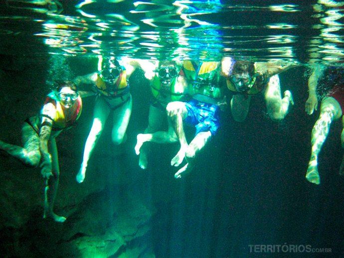 Diversão com fotos em baixo da água