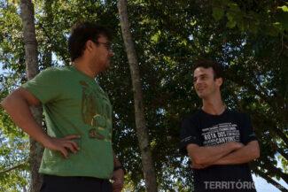 O guia Paulinho explicando tudo