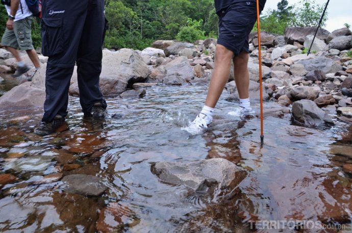 É obrigatório molhar os pés