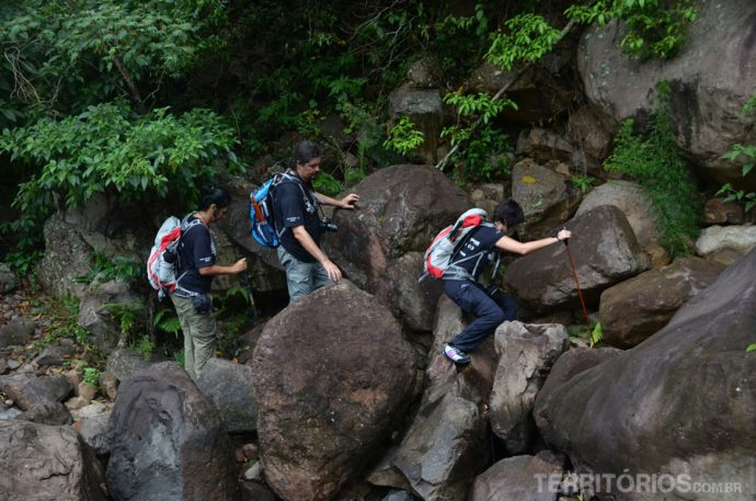 Pedras vão aumentando de tamanho na trilha do Malacara