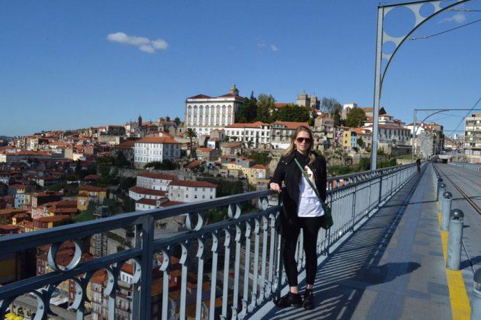 Caminhando pela ponte D. Luis I, na Cidade do Porto