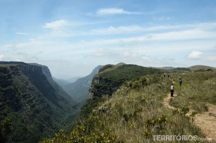 Caminhada leve pela borda do cânion Fortaleza
