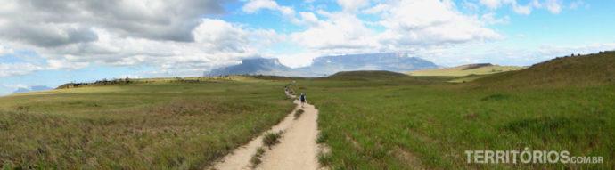 14 km até o acampamento Tek