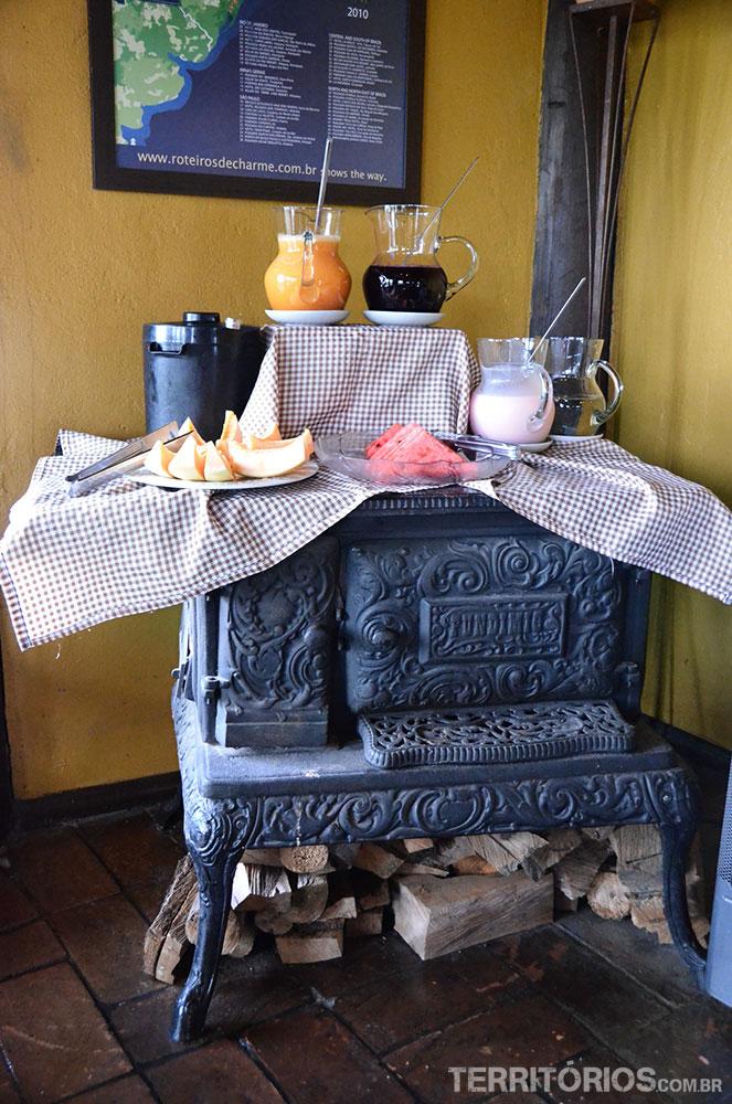 Fogão a lenha é tradição no Estado e decora o ambiente