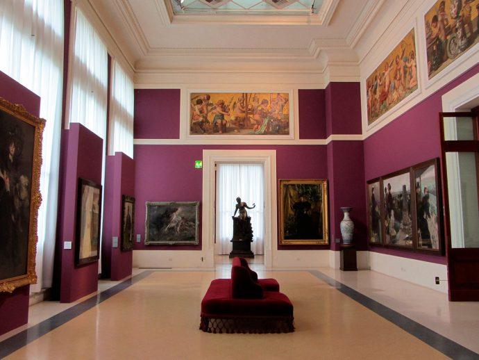 Salas vazias no Museu de Arte Moderna