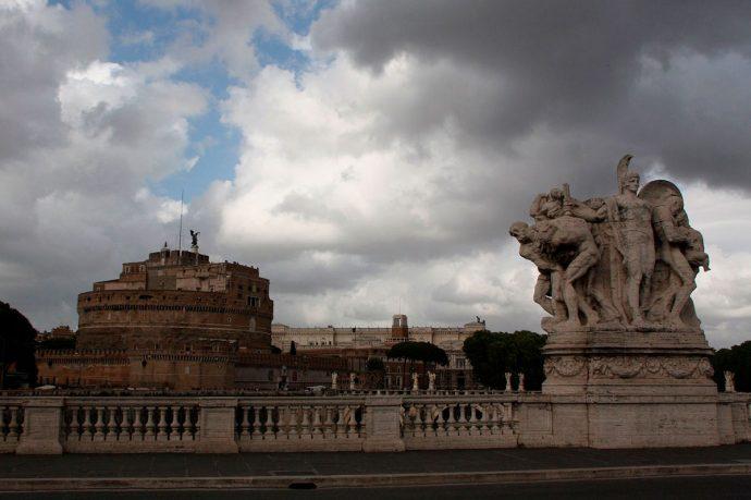 Ponte e Castelo Sant'Angelo no fundo