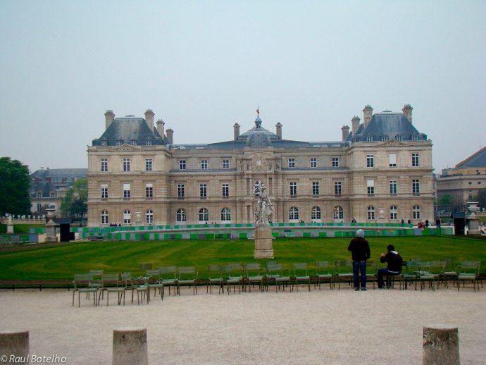 Palácio de Luxemburgo na primavera