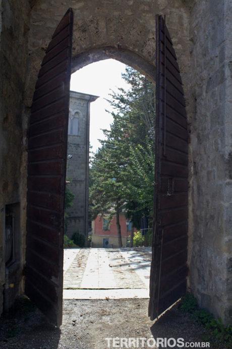 Porta de entrada na torre