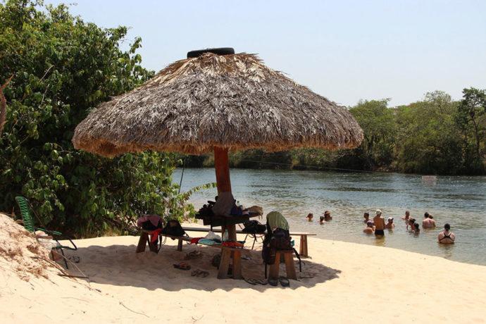 Praia na frente do refeitório na hospedagem no Jalapão