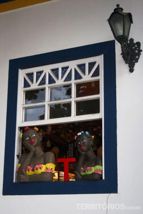 Entre as namoradeiras, artesanato em Pirenópolis