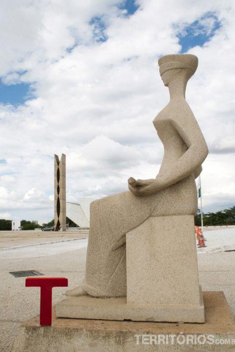 Em frente ao Palácio da Justiça, em Brasília
