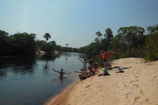 Praia no Rio Novo dentro do acampamento