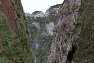 Pelas estradas no Aparados da Serra, Rio Grande do Sul e Santa Catarina - Brasil