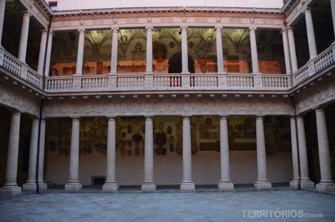 Pátio antigo do Palácio Bó