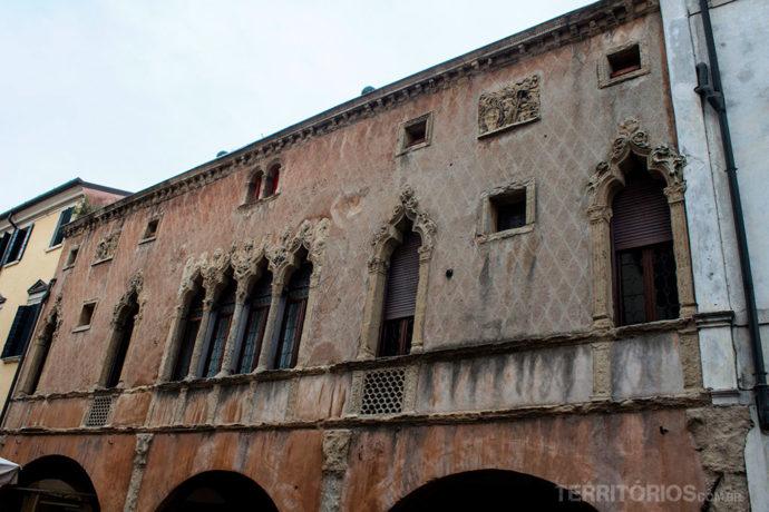 Casa Olzignani é exemplo da arquitetura na via Umberto I