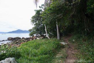 A mini trilha é uma volta ao redor da ponta de terra