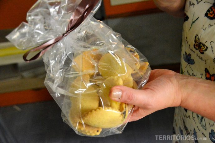 Sobremesa: a mesma massa assada recheada com goiaba
