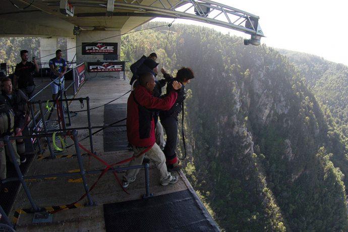 Prestes a saltar do maior bungee jump de ponte do mundo