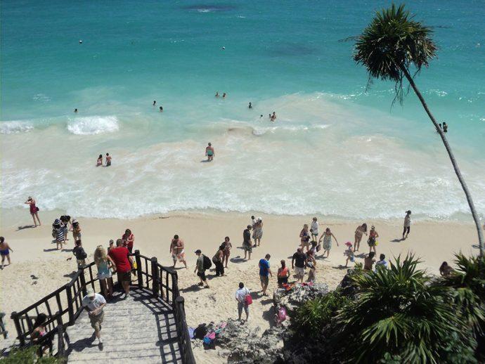 Praia junto ao sítio arqueológico na Riviera Maya