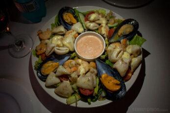 Salada de frutos do mar divina