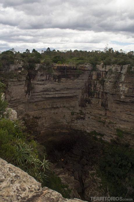 Paredão onde acontece o swing tem uma cachoeira quando não é época de seca