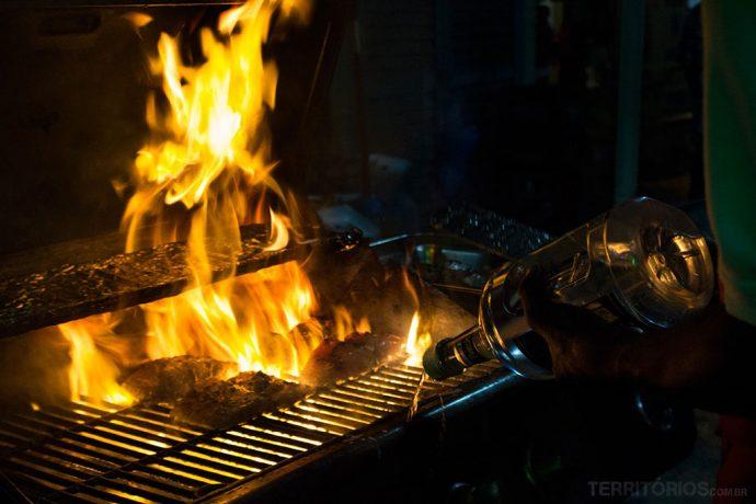 Peixe flambado para comer em Barbados