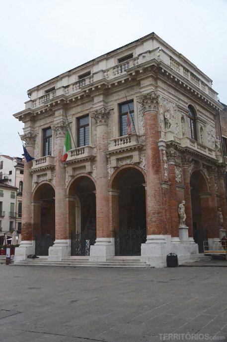 Loggia del Capitaniato, de 1572, também é do arquiteto