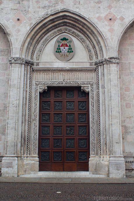 Duomo – Igreja de Santa Maria tem a cúpula e porta criada por Palladio. Em  Vicenza