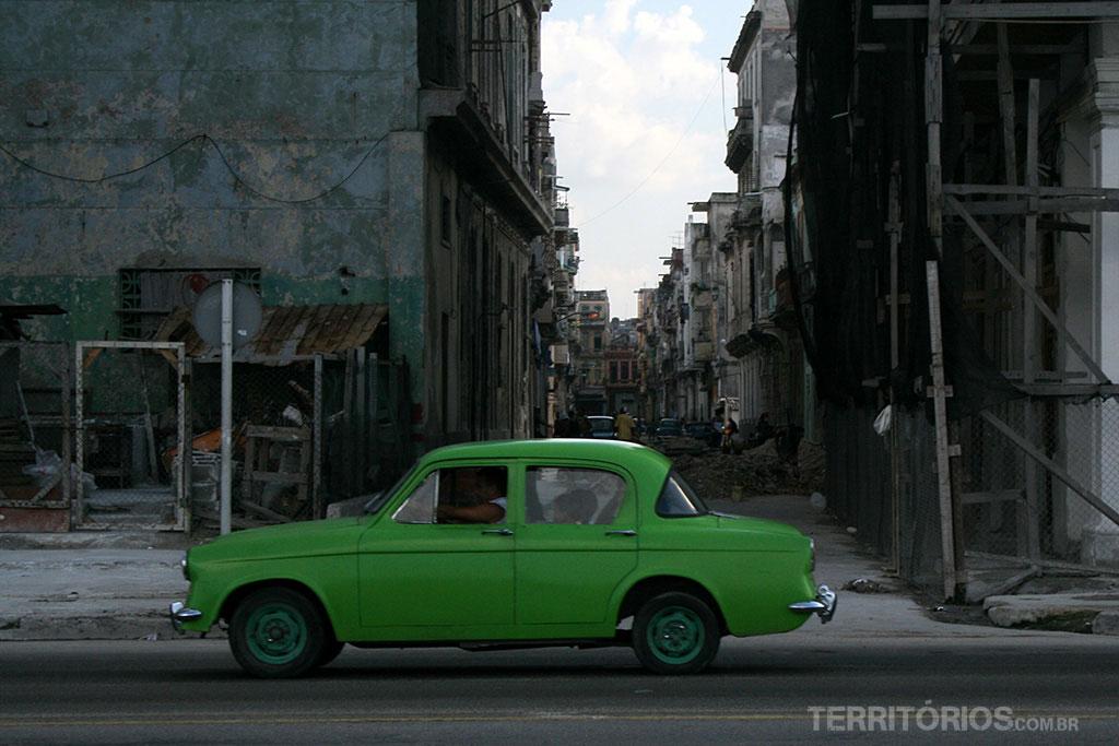 Carro velho é clichê nas fotos de Cuba