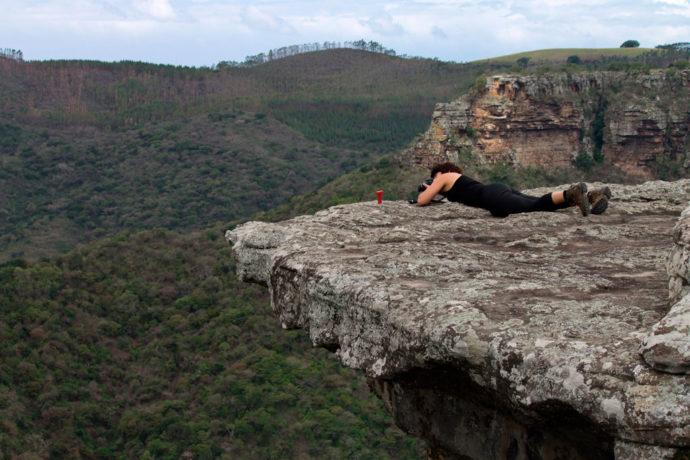 Na beira do canyon em Oribi George, África do Sul