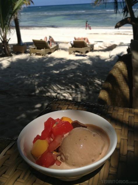 Almoço na beira da praia