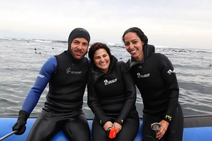 Guilherme, eu e Cris congelados e lobos-marinhos atrás. Por Andre Motta